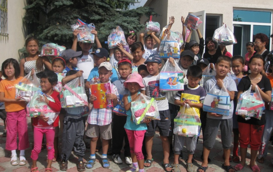Kyrgyzstan - children with gifts
